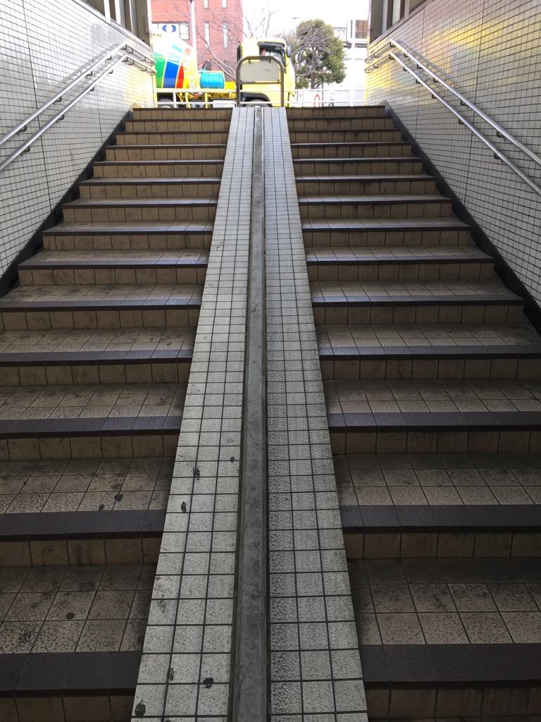 相模原・町田・八王子で自然素材の健康住宅を提供する相陽建設は、月に一度、国道16号横断用の地下道を清掃しています