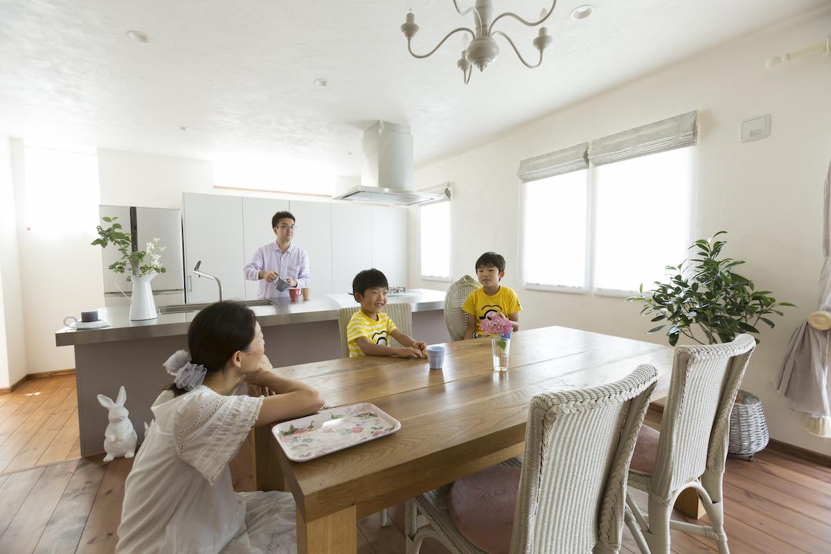 キッチンに集まるご家族