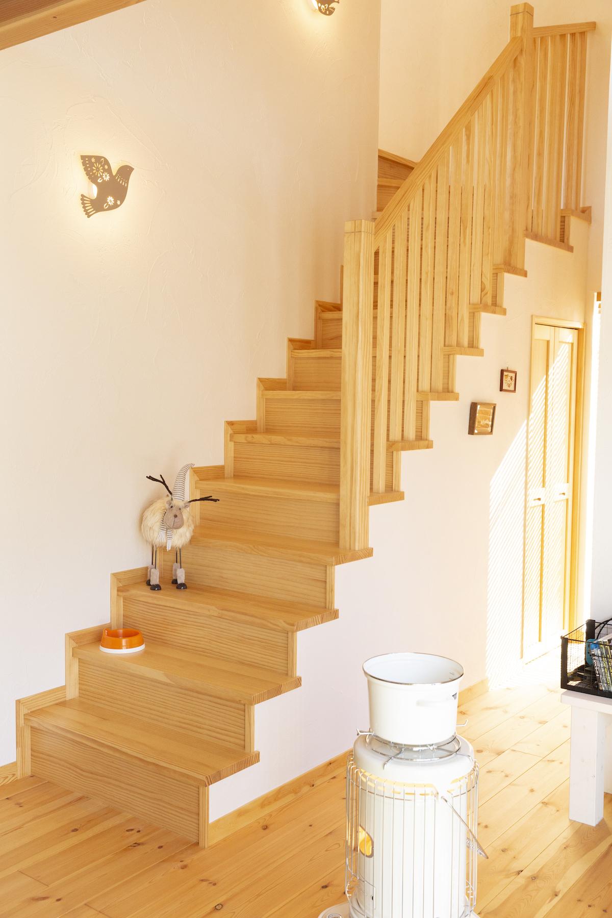 自然素材の階段