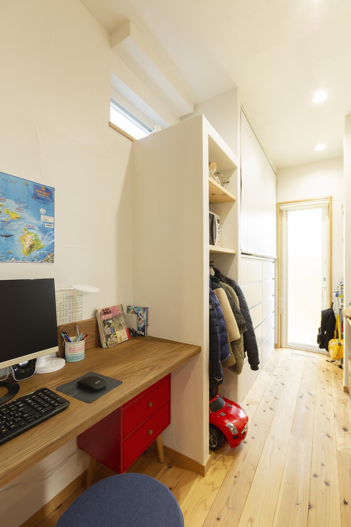 廊下に作られた書斎